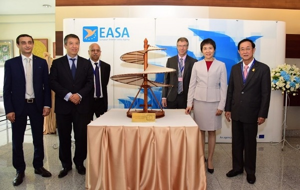 Right to left: H.E. Ministry Arkhom Termpittayapaisith, Minister of Transport, Thailand; Dr Fang Liu, Secretary General, ICAO; Steve Creamer, Director of Air Navigation Bureau, ICAO; Arun Mishra, Regional Director, ICAO; Patrick Ky, Executive Director, EASA; Paolo Zingale, Head of FPI, EU delegation to Thailand.